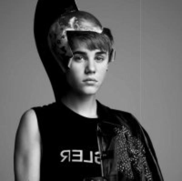 """Justin Bieber: Il déclare être toujours puceau dans le magazin """"V"""""""