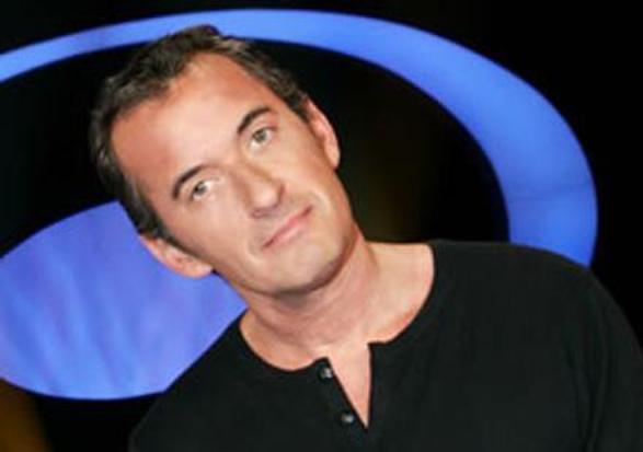 """Christophe Dechavanne: Il s'explique sur son comportement dans """"Les 100 plus grands... drôles et sexy""""."""