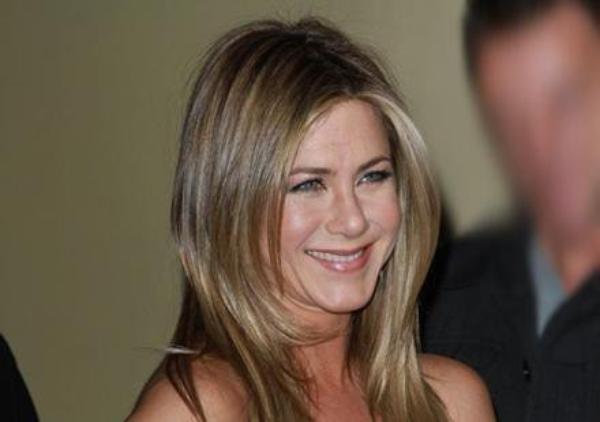 Jennifer Aniston: Elle fait son Angelina Jolie…