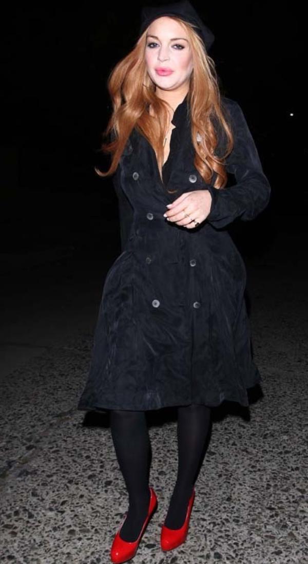 Lindsay Lohan: Chic et sobre a la sortie d'un club a L.A