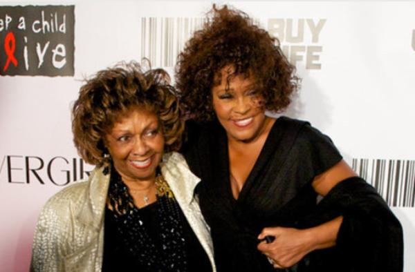 Whitney Houston: Sa mère et son ex mari travaillent chacun sur une bio de la diva