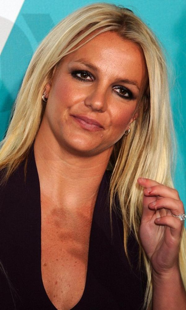 X Factor U.S Simon Cowel présente son jury 2012 et une Britney Spears ultra streessée