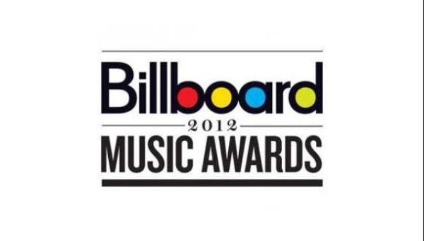 Découvrez  les prestations de : Chris Brown, Usher, Carly Rae Jepsen  + L'homage rendu à Whitney Houston pour le Billboard Music Awards 2012