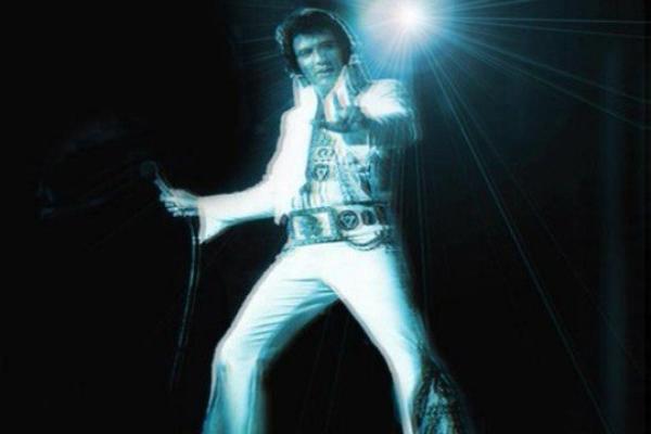 Après Tupac, Elvis Presley va avoir aussi son hologramme pour une tournée !