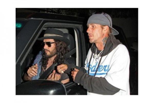 ( Photo) Russell Brand : Surpris en train d'acheter de la drogue