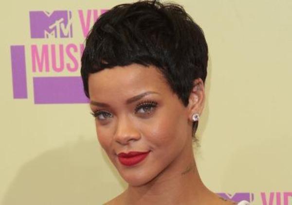 "Rihanna : Elle clash Drake, Nicki Minaj et Lil Wayne, ""Je hais ces trous du culs"""