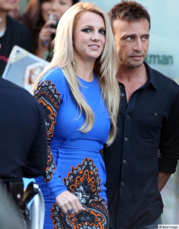 Britney Spears : Boudinée dans une vilaine robe bleue pour la grande première d'X-Factor !