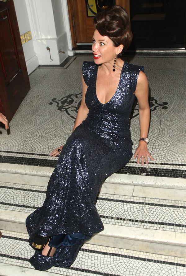 """Danii Minogue : la s½ur de Kylie se retrouve le cul par terre pour la soirée de lancement de sa ligne  """"Projet D"""""""
