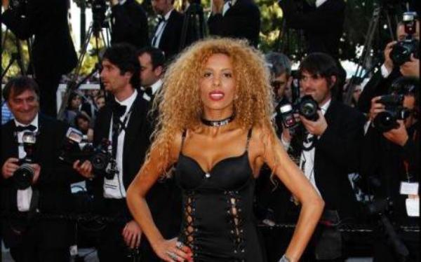 Afida Turner Elle s'est fait arracher son sac à main près des Champs-Elysées cette nuit