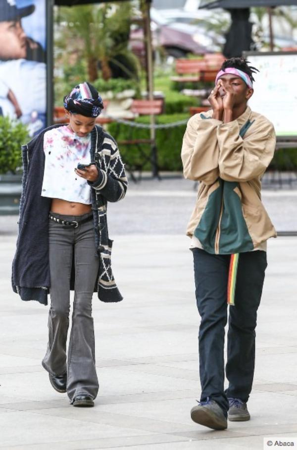 Willow Smith: 12 ans, look débraillé et crade dans la rue, mais que font les parents ?