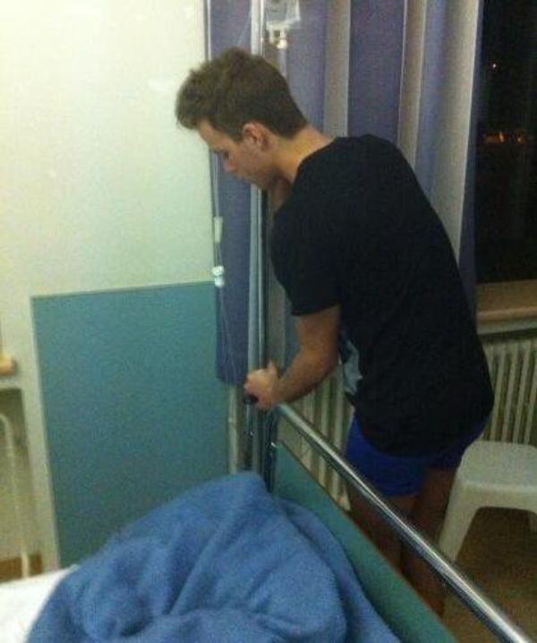 Chris Bieber: Il poste sur twitter une photo de lui à l'hôpital