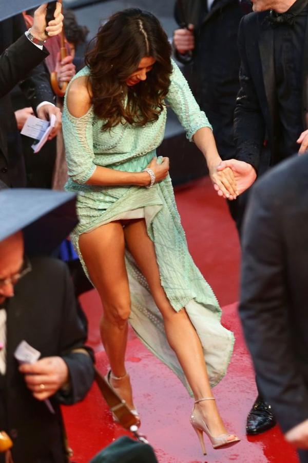 -Photos- Cannes 2013 : Eva Longoria sans culotte montre son tampon hygiénique !