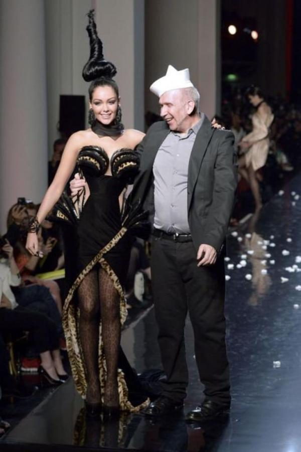 -Photos- Jean-Paul Gaultier: Après Steevy Boulay et Loana en 2001,12 ans plus tard, Il fait défiler Nabilla