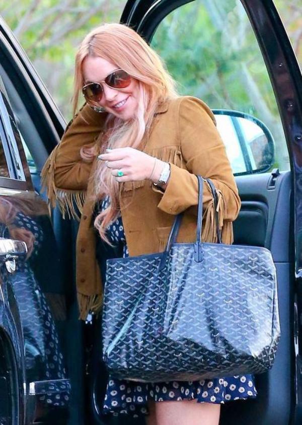 """Lindsay Lohan: Elle quitte sa rehab avec 5 kilos en plus et un """"sobriety coach""""dans ses valises"""