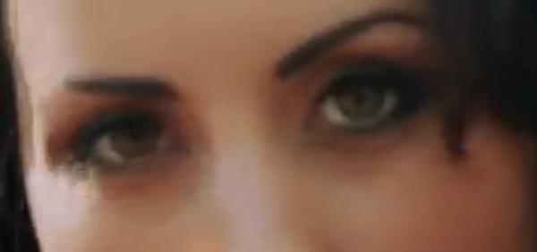 - Vidéo-  Les Anges 5 : Maude mise tout sur son regard et son décolleté dans son nouveau clip