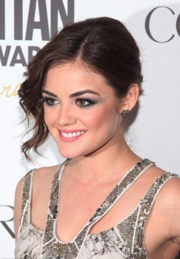 05/03 Lucy etait au Cosmopolitan Magazine's Fun Fearless Men and Women of 2012 en compagnie de son BF Chris Zylka