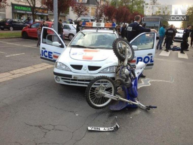 Une pensée aussi pour les freres mort en moto , presque chaque cité a perdu un frere ou une soeur en moto faite attention les gars allah y rahmou !!!