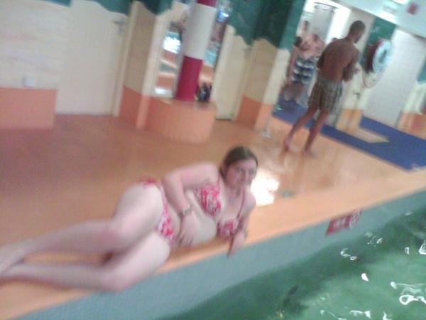 Moi a la piscine!