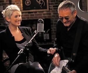 """Caroline Jokris chante """"NICOLA"""", en live sur SUD RADIO (Hainaut)"""
