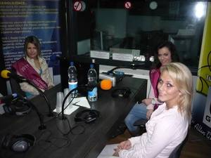 """Les finalistes """"Miss WOLUWE"""" 2011, dans Les Etoiles de BES sur Gold FM - 30.03.2011"""
