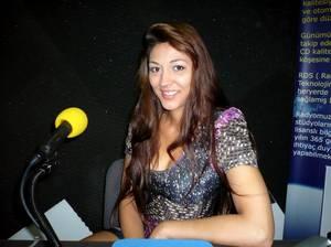 """Maiara dans : """"Les Etoiles de BES"""" sur Gold FM - 25.05.2011"""