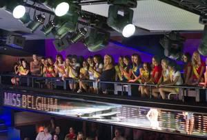 """200 Miss à la discothèque """"LE CARRE"""" !!!"""