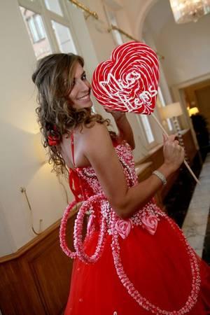 """Miss Bruxelles 2012 en mode """"BONBONS"""" par DIRK VERVOOT, pour missitems.be"""