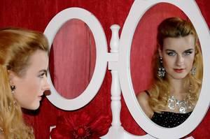 """Voici en exclusivité BES, le dernier clip de la belle et douce Ivana : """"Feeling Good"""""""