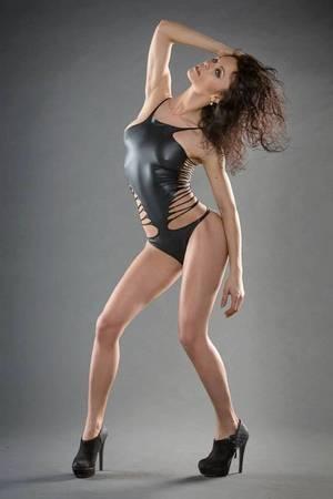 G-LENA : Chanteuse, mais aussi mannequin...
