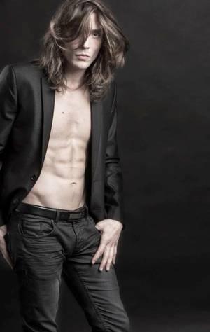 Nico chanteur, mais aussi mannequin pour quelques agences !