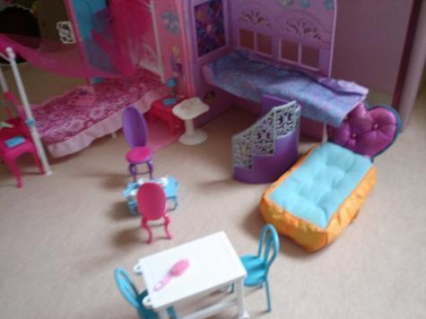 La maison et la piscine Barbies:D