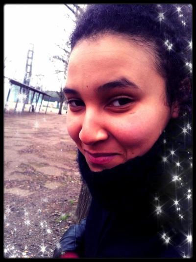 Un sourire ne coûte rien, et achète tout :)