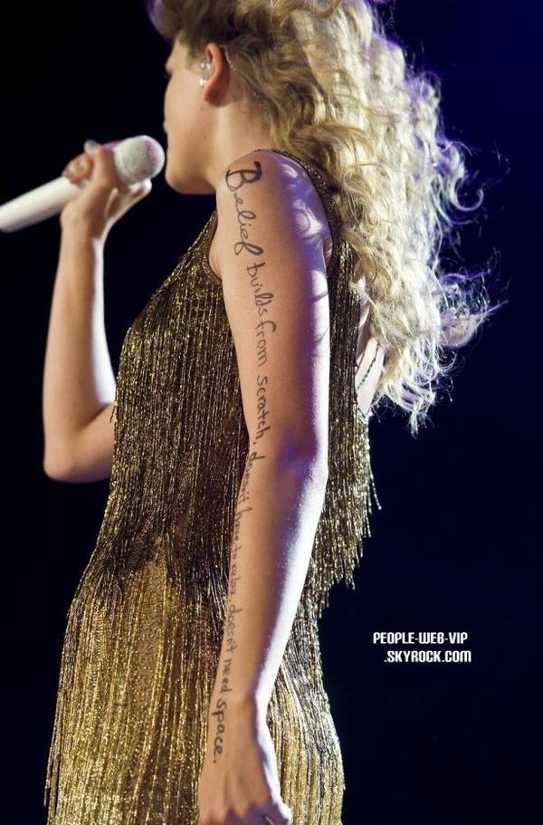 > Taylor Swift   Taylor magnifique pendant sa tournée mondiale Speak Now world tour  (mardi (Juillet 19) à Newark, New Jersey.)