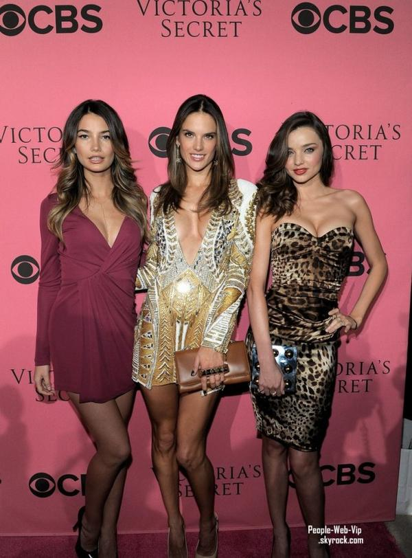 > Miranda Kerr, Alessandra Ambrosio, et Lily Aldridge   La team de Victoria Secret arrive au 2011 Victoria's Secret Fashion Show ( mardi (Novembre 29) au Segerstrom Center for the Arts, à Costa Mesa, Californie)