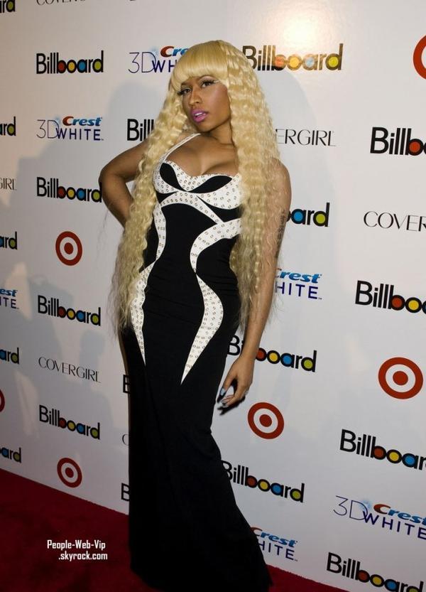 > Nicki Minaj   Nicki & Taylor sur le tapis rouge du Billboard's Sixth Annual Women in Music Awards ( vendredi (Décembre 2) à New York.)