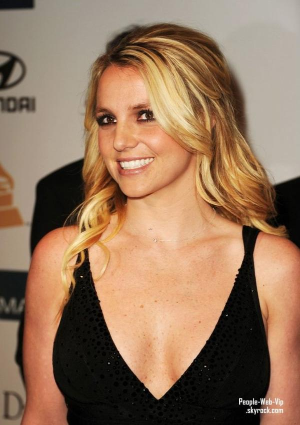 Adam Lambert, Britney Spears, Kim K, Darren Criss, Matthew Morrison & Serena Williams  Assiste a la soirée des Pre-Grammys organisé par Clive Devis (à l'Hôtel Beverly Hilton le samedi (11 Février) à Beverly Hills, Californie)