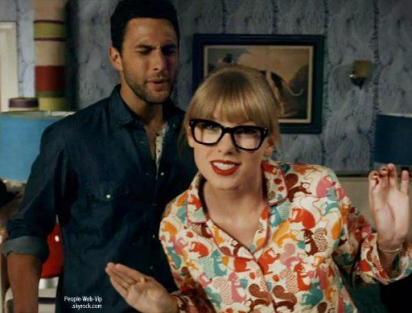 NOUVEAU CLIP :  Taylor Swift nous dévoile We Are Never Ever Getting Back Together,  premier single de son nouvel album Red, à paraître le 22 octobre prochain.