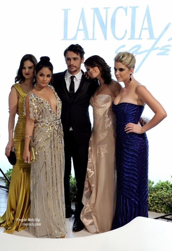 Vanessa Hudgens, Selena Gomez et Ashley Benson toutes glamour pour la première de Spring Breakers pour le Festival 2012 du Film de Venise au Palazzo del Cinema (mercredi (Septembre 5) à Venise, Italie.)
