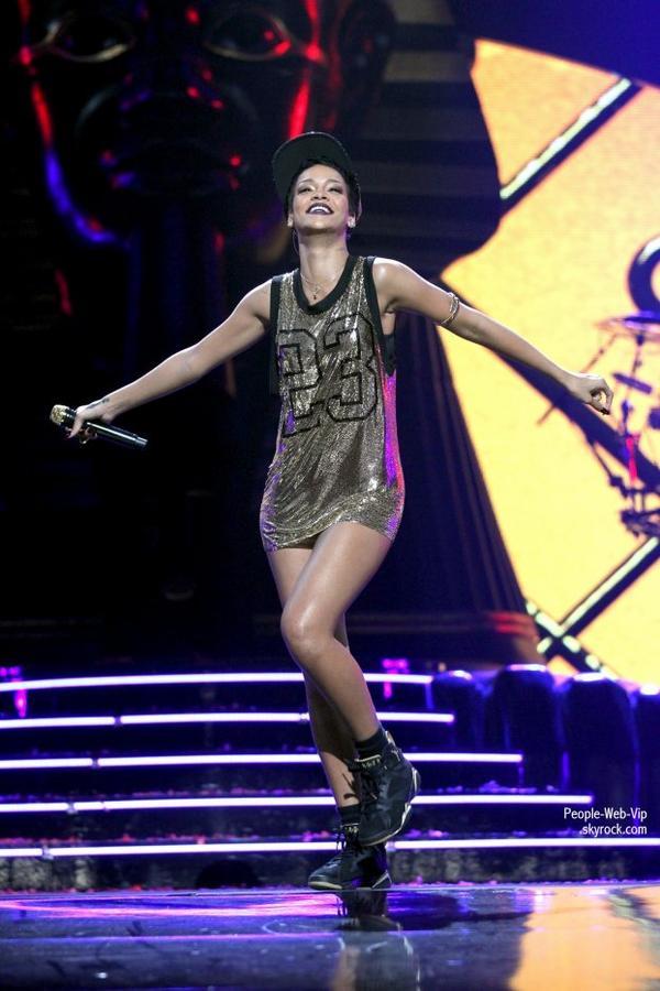 Usher et le rappeur  coréen Psy  en coulisses pendant le 2012 iHeartRadio Music Festival  + Rihanna + Britney Spears + Gwen Stefani + Miley Cyrus + Pink (au MGM Grand Garden Arena le vendredi (Septembre 21) à Las Vegas.)