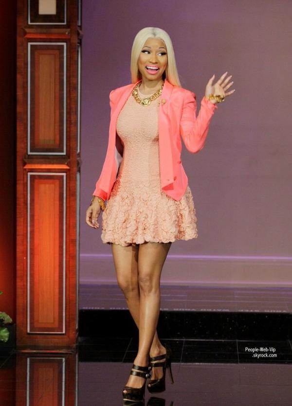 Nicki Minaj a fait une apparition sur le plateau d'Ellen DeGeneres lors du  The Ellen DeGeneres Show. (mardi 15 janvier )