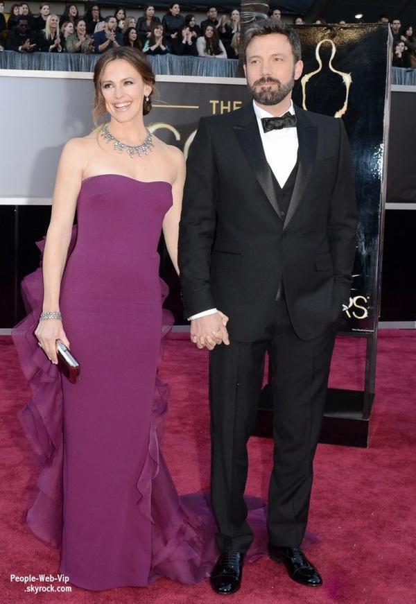 Les Oscars Academy Awards 2013 : DÉCOUVREZ LE RED CARPET !   Anne Hathaway, Jennifer Aniston et son fiancé, Salma Hayek, Ben Affleck et lovely  femme Jennifer Garner  et enfin George Clooney avec sa petite amie Stacy Keibler  ( au Théâtre Dolby dimanche (Février 24) à Hollywood.)