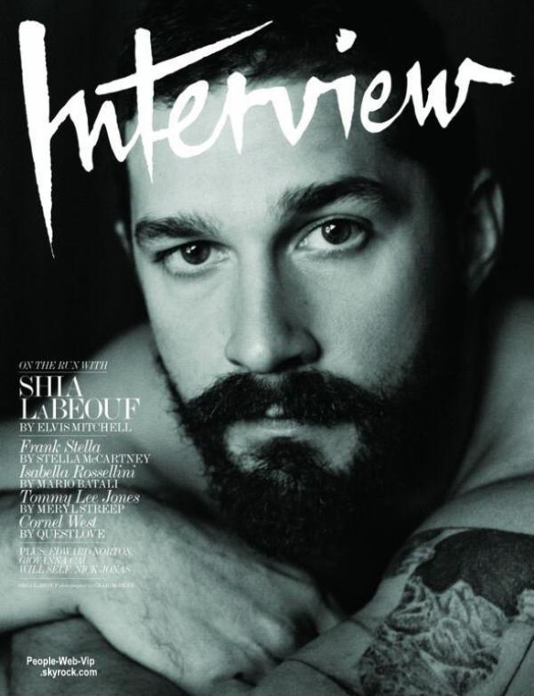 """Torse nu, Shia LaBeouf pose sur la couverture du numéro de Novembre du magazine """" Interview US"""".  Que pensez vous de ce photoshoot?"""