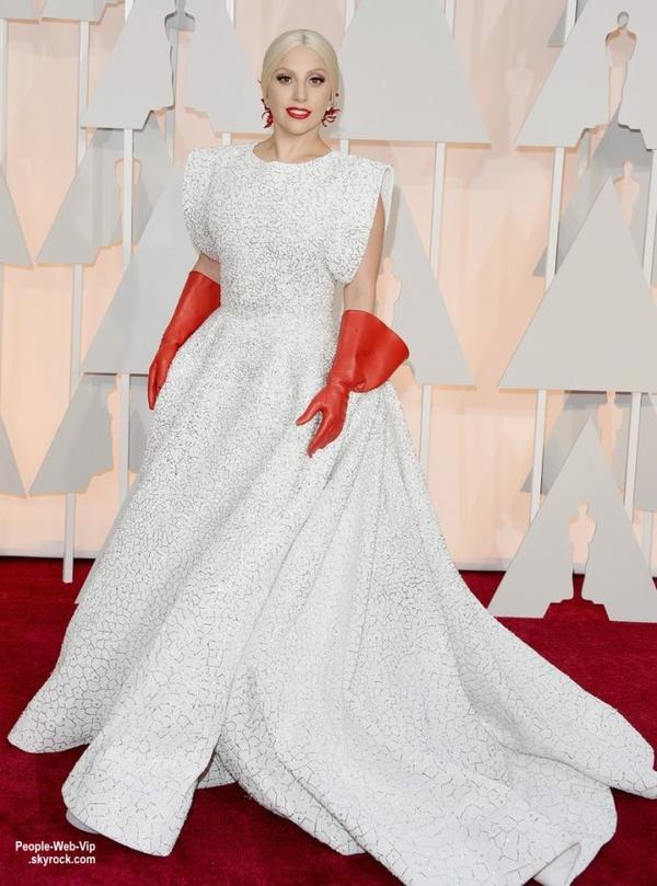 - LES OSCARS 2015 - RED CARPET -   Lady Gaga, Keira Knightley, Gwyneth Paltrow, Chloe Moretz et Bradley Cooper, tous sur le tapis rouge lors de la grande cérémonie des Oscars 2015. (au Théâtre Dolby dimanche (22 Février) à Hollywood.)