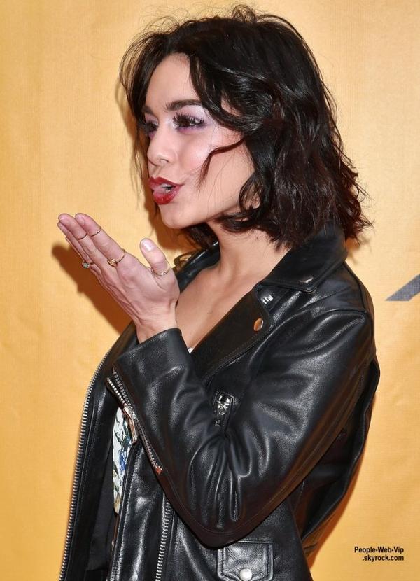 """Vanessa Hudgens prend la pose sur le tapis rouge à la soirée d'ouverture du """"Broadway's Fun Home"""" ( dimanche (19 Avril) à New York City.)"""