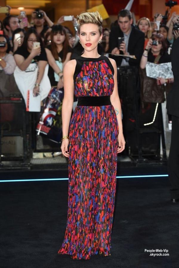 """Scarlett Johansson arrive sur le tapis rouge lors de la première européenne de son film """"Avengers: Age Of Ultron """" (au Westfield London le mardi (21 Avril) à Londres, en Angleterre.)"""