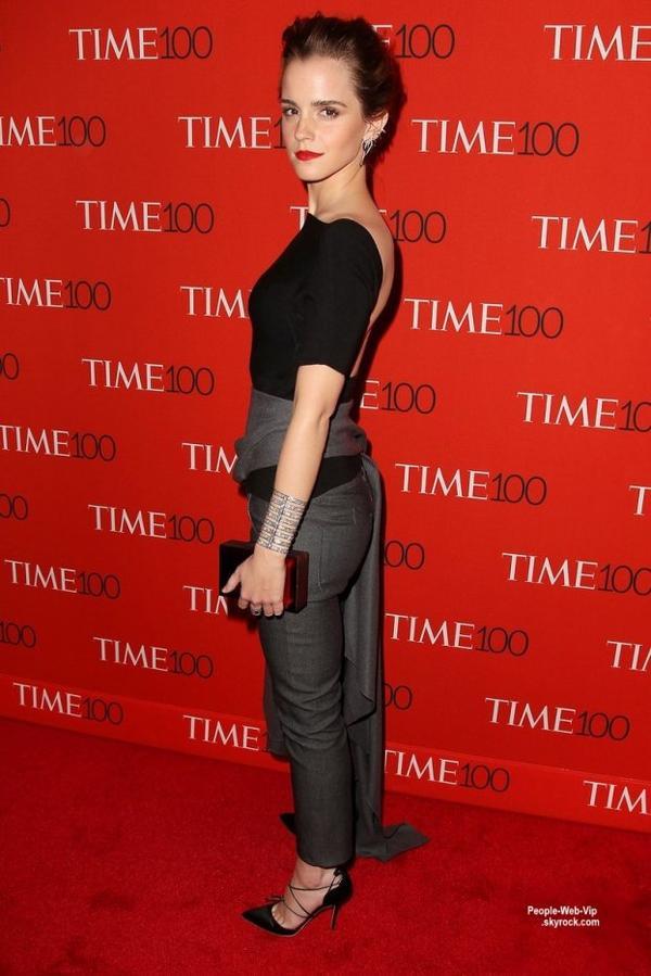 """Emma Watson, Naomi Campbell et Bradley Cooper sur le tapis rouge lors de la soirée """" Time 100 Gala """" ( au Lincoln Center mardi (21 Avril) à New York City.)"""