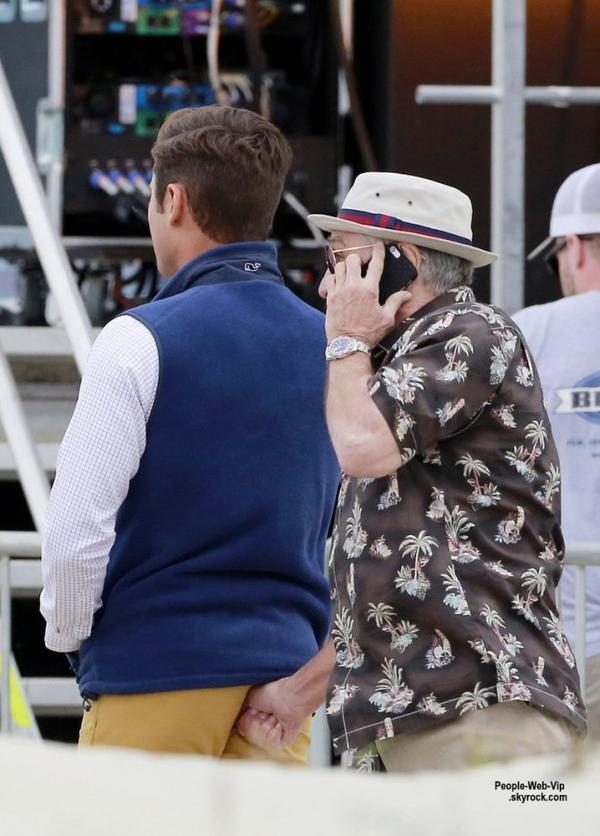 Zac Efron a été aperçu lors du tournage d'une scène pour Dirty Grandpa avec Robert De Niro, qui incarne  son grand-père à l'écran. (mardi (28 Avril) à Tybee Island, en Géorgie.)