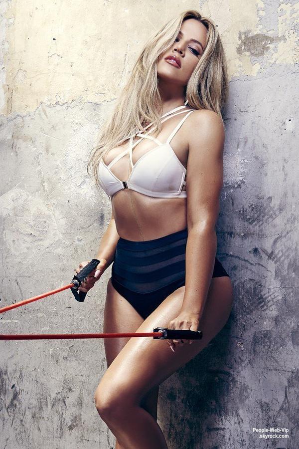 """Khloe Kardashian pose pour le magazine """" COMPLEX """" Qu'en pensez vous ?"""