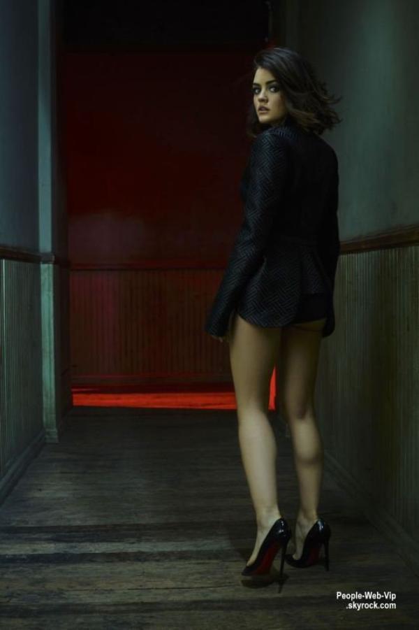"""Lucy Hale : Découvrez son photoshoot pour le magazine """" V """" Qu'en pensez vous?"""
