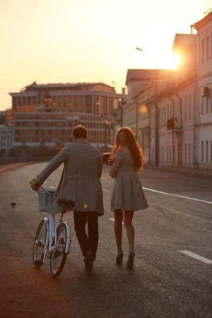 00 Quand je vois des amoureux qui se bécotent  sur les bancs publics, j'ai envie qu'il pleuve .. 00